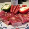 Grillad lammstek, lammkorv och chévrepaprika