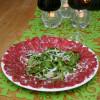 Carpaccio - oxfilé med ruccola och pinjenötter