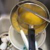 Kremerad nöt med skuren béarnaise samt kol av lök och paprika