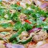 Thaiwok med röd curry och kokosmjölk