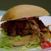 Pulled pork med hemgjord rökig BBQ sauce