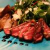 Ryggbiff och sallad med rostade pumpakärnor och parmesan