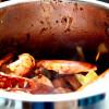 Krassekrämstoppad grillad hummer med bläckfisklinguine i champagneskum