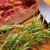 Chèvrebakelse med sidfläsk och rosmarinsemulsion