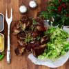 Short ribs med tryffelsås, savoykål och picklad gulbeta