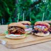 Vegetariska hamburgare med halloumi och baba ganoush