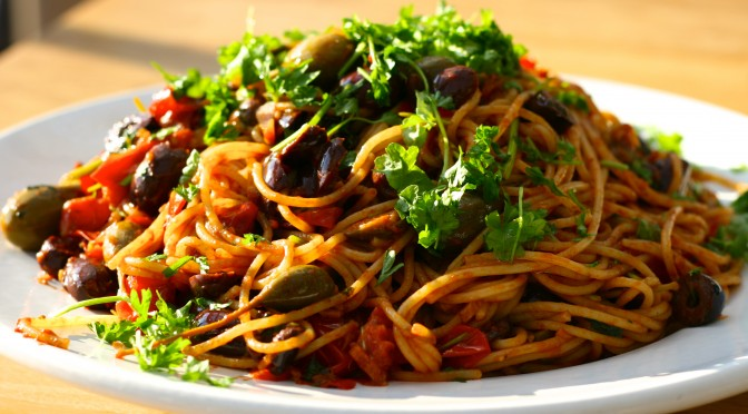 Pasta puttanesca – pasta med attityd