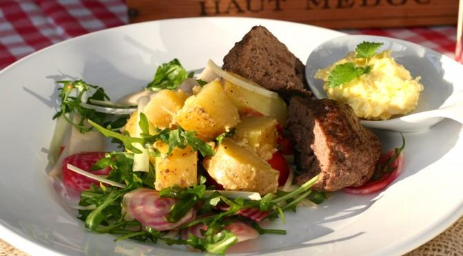 Fransk potatissallad med rådjursbiffar och kryddsmör – en vecka med matkasse