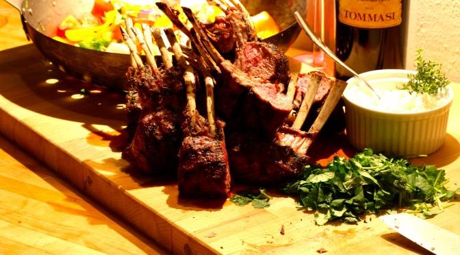 Lammracks med grillwokade grönsaker och chèvrekräm