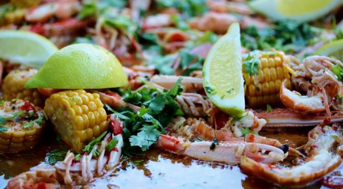 Heta havskräftor på stekhällen – sommarnostalgi