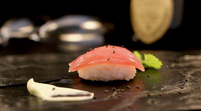 Dom Pérignon 2006 med onigiri och sashimi